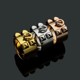 2019 кольцо из желтого золота 14к Fashion Lady 316L Титановая Сталь Четыре Заклепки Свадьба Обручальное 18 К Позолоченные С Круглым Подвеской Широкие Кольца 3 Цвет Размер