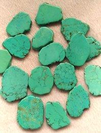 Stein flache türkis perlen online-10pcs 20-40mm Türkis Platte Türkis Stein Cabochon grün blau Platte Freiform flache Nuggets Perle Gürtel finden
