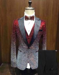Tuxedo blue color for mens on-line-New Men Suit 3 Pieces brilhante mudando gradualmente a cores Lantejoula Mens Suit Peak lapela Notch Tuxedo para o partido do casamento do noivo (Blazer ++ Vest + calça)