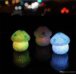 Canada ew Mignon 7 cm Changement de Couleur LED Lampe Champignon EVA Party Lights Mini Doux Bébé Enfants Dormir Veilleuse Nouveauté Lumineux Jouet Cadeau Offre