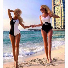 2019 maillot de bain noir blanc pour fille Mode luxe femmes Bikini avec maillot de bain noir et blanc 2 Style pour fille Confidant Sister taille haute Beachwear avec Double C maillot de bain noir blanc pour fille pas cher