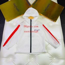 2019 kind weißer mantel Kinderkleidung Mädchen Junge Sonnenschutzkleidung weiße Jacke Outwears mit Hüten Reißverschluss Mode Einfacher Stil Kindermäntel Kindertrainingsanzüge günstig kind weißer mantel