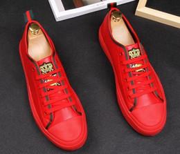 2019 staffelung kleid schuhe Neue Ankunft Stickerei rote schwarze Bienen Plattform Casual Schuhe flache hohe Schuhe Designer männliche Graduierung Kleid Müßiggänger Schuhe für Mann rabatt staffelung kleid schuhe