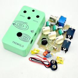 3PDT Switch ve Ön delinmiş 1590B Alüminyum Kutu Gitar Aksesuarları Parts33 ile 2022 DIY Tremolo Gitar Pedal Kiti nereden
