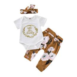 Лето оголовье для девочки онлайн-Baby Girl Одежда Набор детей шорты костюм лето девушки письмо с коротким рукавом Ползунки Рубашка Цветочные печати Длинные брюки 3 частей комплекта с повязка