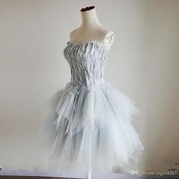 Lindos vestidos beige online-2019 Nuevo Bateau Feather Short Tulle Lace Up vestido de bola Vestidos de coctel atractivos lindos Vestido de noche simple Moda vestidos de novia