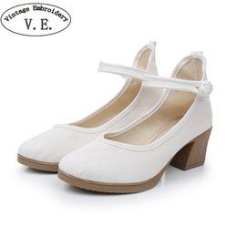 старая китайская обувь Скидка Vintage Embroidery Middle Aged Women Pumps Chinese Old Beijing Cloths Shoes National Buckle High Heel Shoes Tenis Feminino