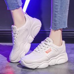 Zapatillas deportivas de tendencia de diseño 2019 Summer New Ins Calzado de correr para estudiantes Coreano Salvaje Casual Transpirable Zapatillas de tenis para mujer desde fabricantes