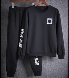 Terno homem azul preto on-line-Roupa Juventude Brasão Casual Sportswear Suit Primavera Outono novos homens Marca preto branco e azul 3 cores Treino para homens