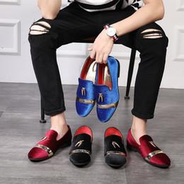 2019 Bahar yeni trendi Kore versiyonu rahat küçük ayakkabı metal pul Püskül seyyar satıcı tembel insanlar yüz ayakkabı sosyal erkek sivri nereden
