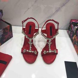 Canada 2019 nouveaux fournisseurs de qualité supérieure de style européen et américain décoration de diamant chaussures robe de mariée livraison gratuite supplier european wedding decorations Offre