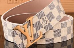 Argentina Los cinturones de diseñador son vendedores calientes en 2018. Los cinturones de moda y lujosos de las mujeres se combinan con cinturones de alta calidad Suministro