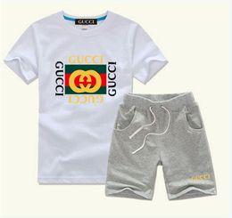 2019 vêtements unisexes nouveau-nés ensembles en gros 2020 New Baby Boys And Girls Designer T-shirts et des vêtements Shorts Marque Survêtements 2 Vêtements enfants Set Vente chaude Mode d'été de A01 pour enfants