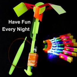 2019 freccia giocattoli LED Arrow Elicottero LED Amazing Arrow Flying Helicopter Ombrello paracadute per bambini Giocattoli Space UFO LED Light Christmas Halloween Flash Toys freccia giocattoli economici