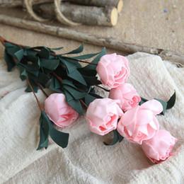 Rose artificiali di plastica online-1 mazzo 6 teste PE rose artificiali Flower Home Hotel Wedding Party Bouquet mano floreale di lusso Decor fiori di plastica