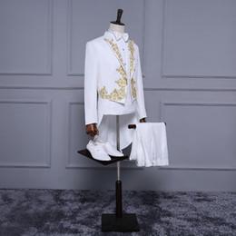 tuxedo dello sposo bianco nuovo stile Sconti Smoking bianco rosso nuovo stile con code per lo sposo Appliques oro Prom partito frangiflutti para hombre slim fit smoking da uomo su misura
