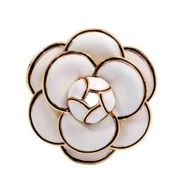 Fiori di smalto per gioielli online-Designer Camellia Spille Spille fiore smalto di alta qualità Petali multistrato Pins Gioielli Fahsion Regali per uomo Donna Bianco Nero