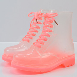 botas de borracha transparentes Desconto Venda quente-Transparente À Prova D 'Água Colorido Primavera Outono Sapatos de Moda Botas de Borracha Da Chuva Mulher Ankle Boots XWX195 Mulheres Transparen