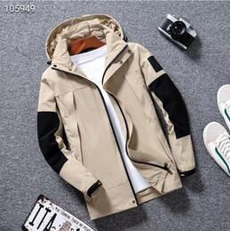 Nuovo mens giacca designer progettista Il nuovo cappotto incappucciato di produzione del rivestimento con lettere Windbreaker Zipper cappuccio per gli uomini Sportwear Tops Abbigliamento da giacche militari per giubbotti per uomo fornitori