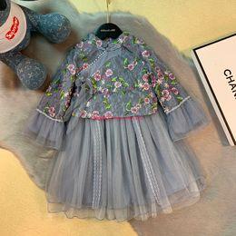 2019 vestidos de estilo princesa para meninas As meninas se vestem crianças roupas de grife estilo chinês elegante outono frisado bordado vestidos moda linda princesa saia vestidos de estilo princesa para meninas barato