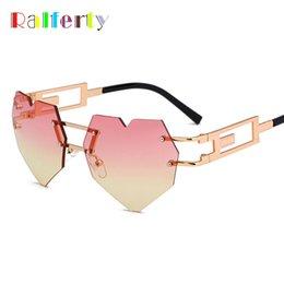 Gold herz geformte gläser online-Großhandel 2018 Vintage Heart Shaped Sonnenbrille Frauen Gothic Steampunk Sonnenbrille Retro Gold Pink Gradient Shades Oculos C520