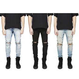 jeans moderni per gli uomini Sconti Pantaloni di jeans di stile moderno di gioventù moderna di lavaggio degli uomini strappati lavaggio di personalità di disegno della versione coreana del 2018 all'ingrosso