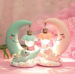 2019 cadeaux décoratifs de bureau INS licorne lune ornements veilleuses - cadeaux enfants bébé filles chambre Home Decor petite table bureau lampe décorative cadeaux décoratifs de bureau pas cher