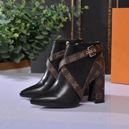 Botas de couro real feminino com fivela de cinto sapatos femininos moda impermeável botas de salto alto qualidade superior. de Fornecedores de relógio de pulso de quartzo ouro