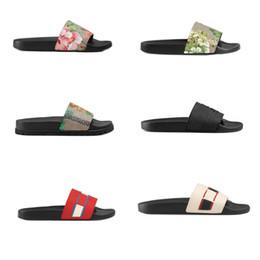 Zapatillas de tigre online-La mejor calidad Zapatos de diseño persecución de goma deslizante sandalia rayado bengala impresión de tigre azul rojo Flor perla Playa causal zapatilla con caja