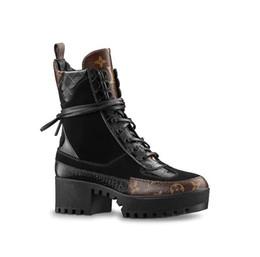 ama las botas Rebajas 2019 NUEVO Últimas botas de diseñador de lujo para mujer Botas del desierto de Martin Flamencos del amor Medalla de la flecha 100% de cuero real Tamaño grueso US5-11 Zapatos de invierno