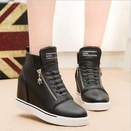 Yeni Moda Bayan Kızlar Sıcak Yüksek Üst Kırmızı Siyah Beyaz Ayakkabı Orta kama Topuk Sneakers Fermuar ayakkabı Rahat Ayakkab ... nereden
