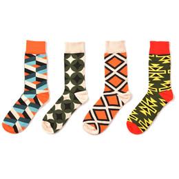 Männer farbige socken online-Herren Fun Dress Socks-Bunte lustige Neuheit Crew Socks Clashing Colors Pattern