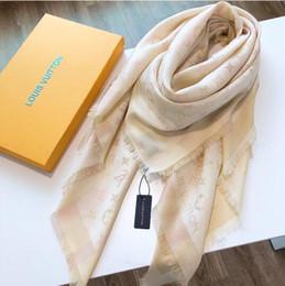 Argentina Clásico hilo dorado y plateado brillante bufandas de seda bufanda moda bufanda de mujer bufanda suave y brillante chal hombres mujeres bufanda de seda clásica. Suministro