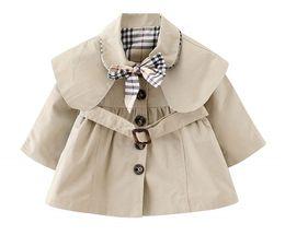 Fille mince ceinture en Ligne-nouveau bébé filles trench mince manteau avec noeud papillon et ceinture automne printemps mode vent preuve veste filles capuche cape manteau