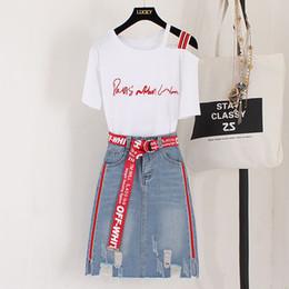saias de denim para mulheres Desconto 2018 Novo Verão Moda Conjuntos de Mulheres Carta Bordado Camiseta de Algodão de Manga curta + Buraco Denim Saias Estudantes Ternos 2 Pcs Set