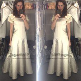 Vintage Country Style Taft Brautkleider mit Schleife 2019 abnehmbare Blumen Cape Ärmel Ausgestattet Flare A line Ivory Bride Brautkleider von Fabrikanten