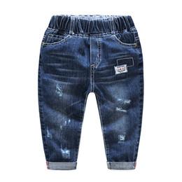 2019 jeans coreani dei capretti Jeans per bambini Jeans strappati Jeans Pantaloni casual Bambini coreani Pantaloni lunghi Jeans per ragazzo Taglia 2-6t J190517 sconti jeans coreani dei capretti