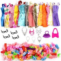 32 пункт / комплект кукла аксессуары=10 шт кукла одежда платье + 4 очки + 6 пластиковые ожерелье + 2 сумки + 10 пар обувь для куклы Барби от Поставщики ковбойские платья
