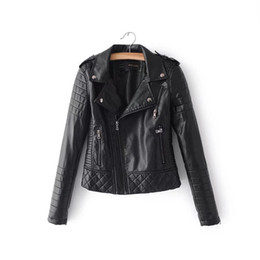 2018 nuevas mujeres de la moda de primavera otoño chaquetas de cuero de  imitación suave señora Motorcyle cremalleras Biker azul abrigos negro  prendas de ... ee0ad82e20af