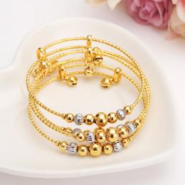 2019 niedliche mädchen-goldketten 12 stücke dubai charme armband für frauen gold silber perlen armreif nette glocke kinder mädchen frauen hand kette schmuck fußkettchen arabisches geschenk günstig niedliche mädchen-goldketten