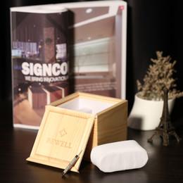 schöne holzkisten Rabatt Hochwertige BEWELL Uhrenbox Schöne solide Holz Uhrenbox Holz Elegantes Quadrat Burlywood Geschenk mit Weichen Kissen