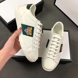 2019 caixa de luxo artesanal Designer de luxo de couro genuíno Homens sapatos Low Top Marca Listras Sapatos casuais genuíno couro de Vaca artesanal Verde vermelho verde com caixa desconto caixa de luxo artesanal