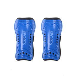 2019 protetores de espuma Ultra Light Placa De Espuma Macia Futebol Caneleiras De Futebol Guardas Sports Leg Protector Para Adolescente Adulto 1 Par protetores de espuma barato