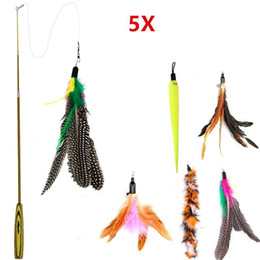 5 unids Cat Toys Soft Colorful Cat Feather Bell Rod juguete para gatito divertido jugar interactivo Scratcher Toy Pet Supplies desde fabricantes