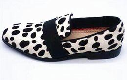 Новый леопардовый конский волос Мокасины Мужские туфли Белые слипоны Деловая обувь Низкие каблуки Мужчины Свадебные туфли от