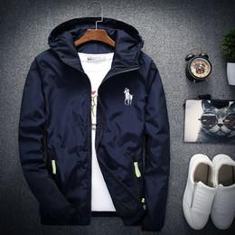 c6ae92b4c1ce Chaqueta de diseñador de marca al por mayor 2019 moda marea para hombre  chaqueta impresa con capucha de los hombres de lujo deporte al aire libre  ropa ...