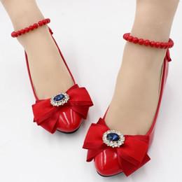 3 см каблук красный кружева партия насосы обувь женщина атласная лук бабочка-узел бисероплетение лодыжки ремни дамы девушки партия танцы платье обуви от Поставщики красные атласные платья из кружева