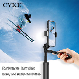 2019 plastik-selbststöcke CYKE Handheld-Handy-Kamera-Stabilisator Videoaufnahme Balance Stabiler Griff Anti-Shake Fill Light Selfie Stick mit Stativ