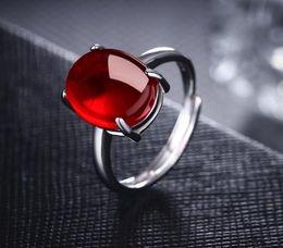 Grüner rubinring online-Reines weißes Kupfer überzogener platingrüner Achat Ruby Mundöffnung hochwertiger Retro einfacher Ringfrau