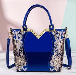 2019 bolsos de cuero bordados Lujo nuevos bolsos del diseñador de moda bolsos de las mujeres bordadas Moda totalizadores de cuero brillante cuero Bolsa de hombro Cruz Patente Cuerpo bolsos de cuero bordados baratos